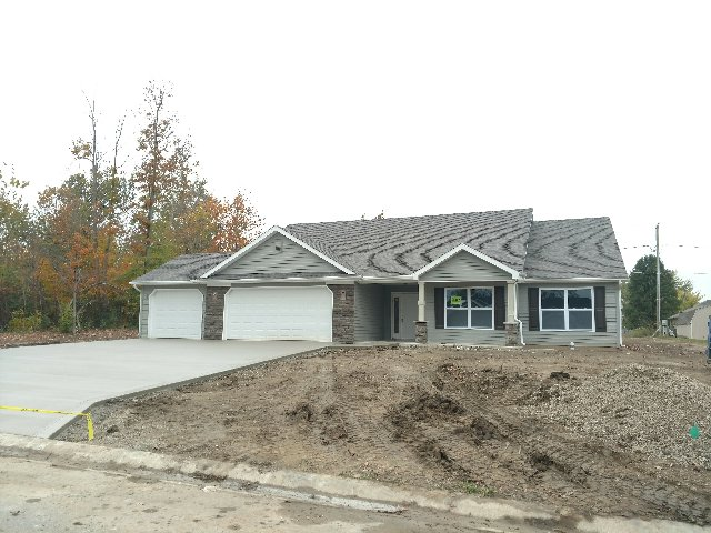 418 Ironwood Lane, Ossian, Indiana